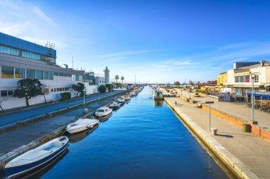 Burlamacca canal, port and lighthouse in Darsena Viareggio, Vers