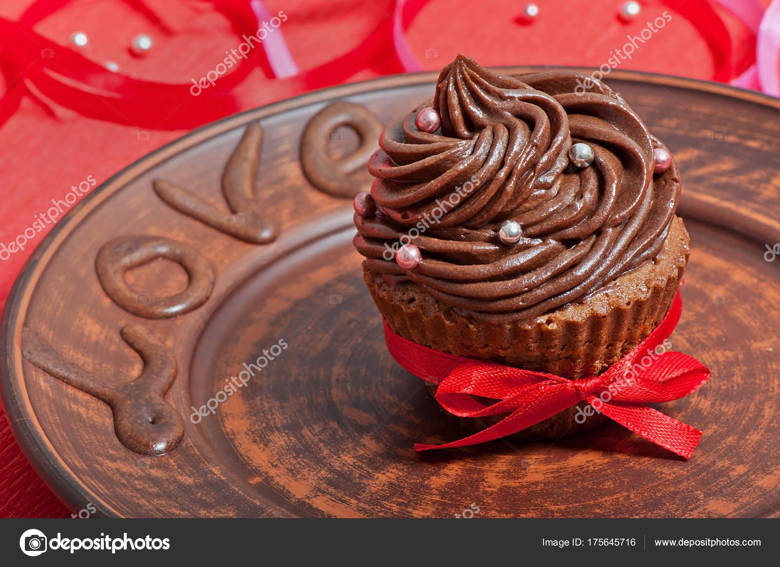 Cupcake Chocolate Con Crema Chocolate Decorado Con Cinta Una Placa