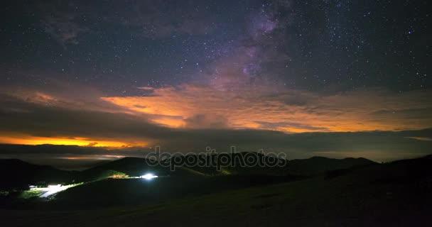 4 k časová prodleva hvězd, galaxie galaxií v noci na hoře