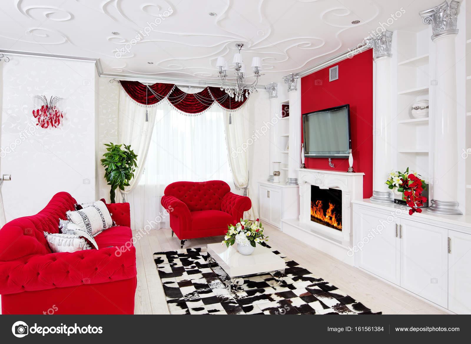 Klassiek Wit Interieur : Klassieke woonkamer interieur in wit en rood met open haard