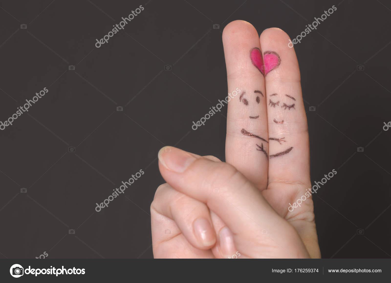 Dedos De Amor Abrazar Los Dedos Con Caras Bosquejadas Expresar