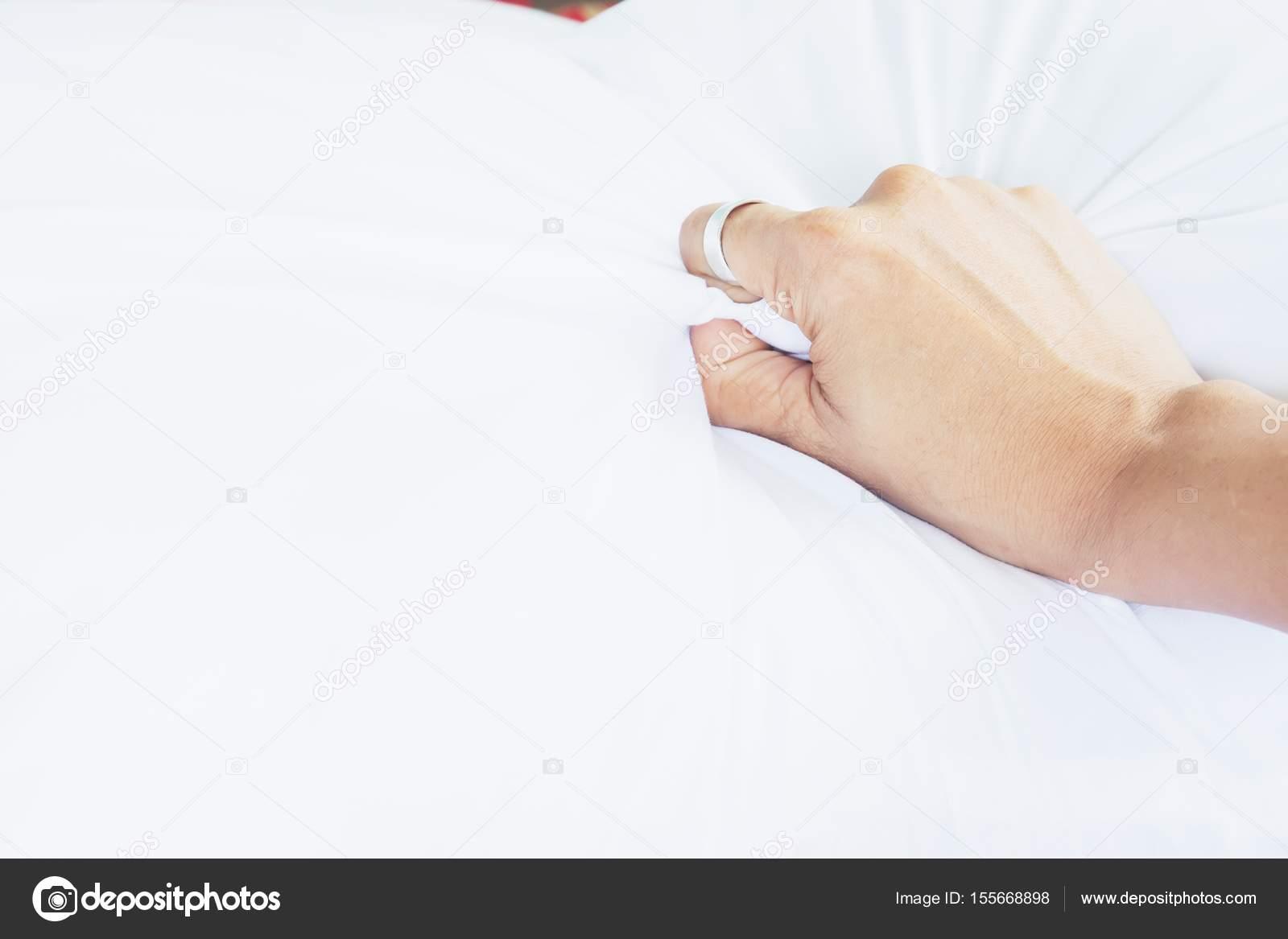 Секс с рукой женщины
