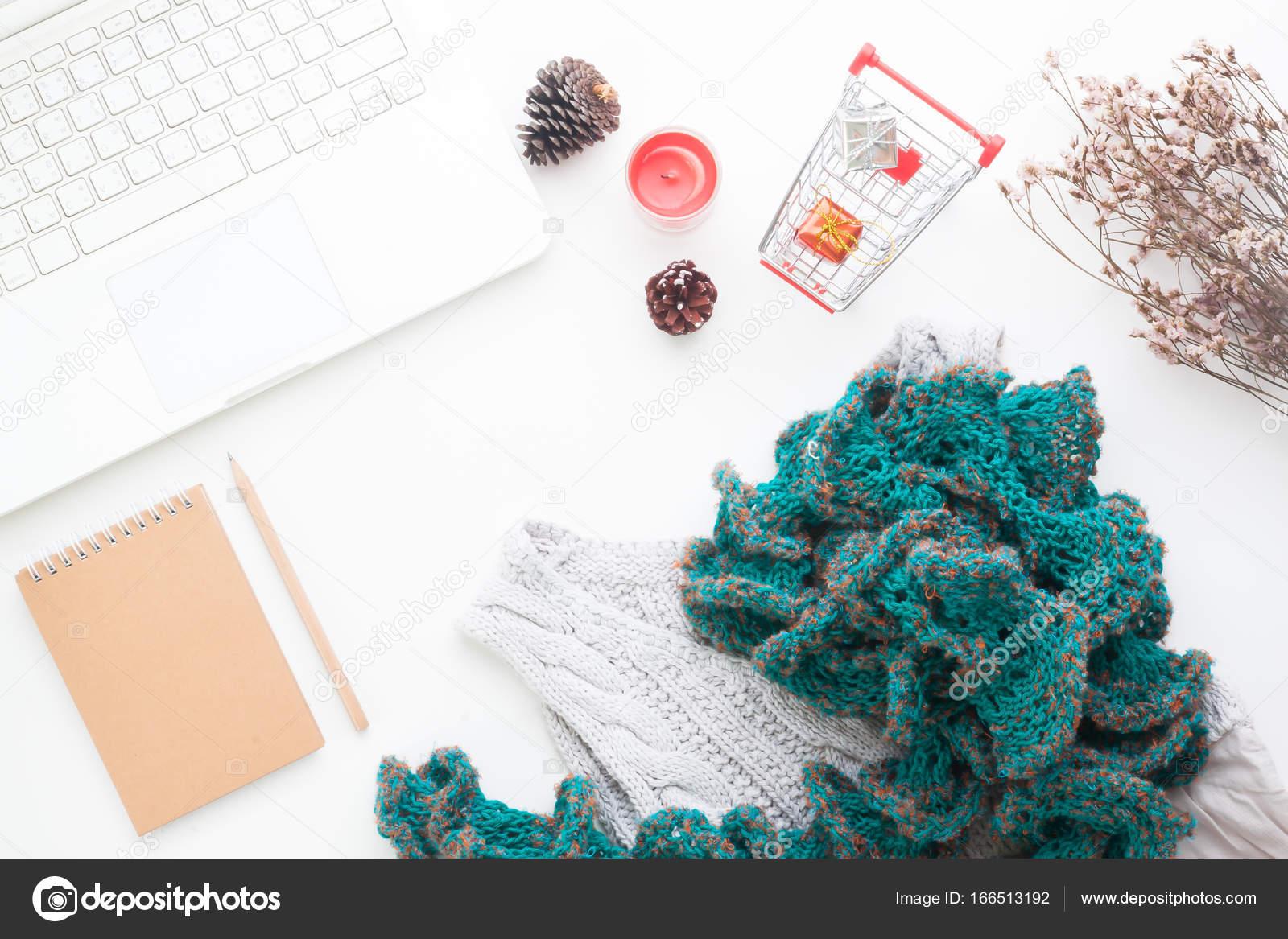 Pohled shora online nakupování konceptu. Laptop 5e49ee2dda