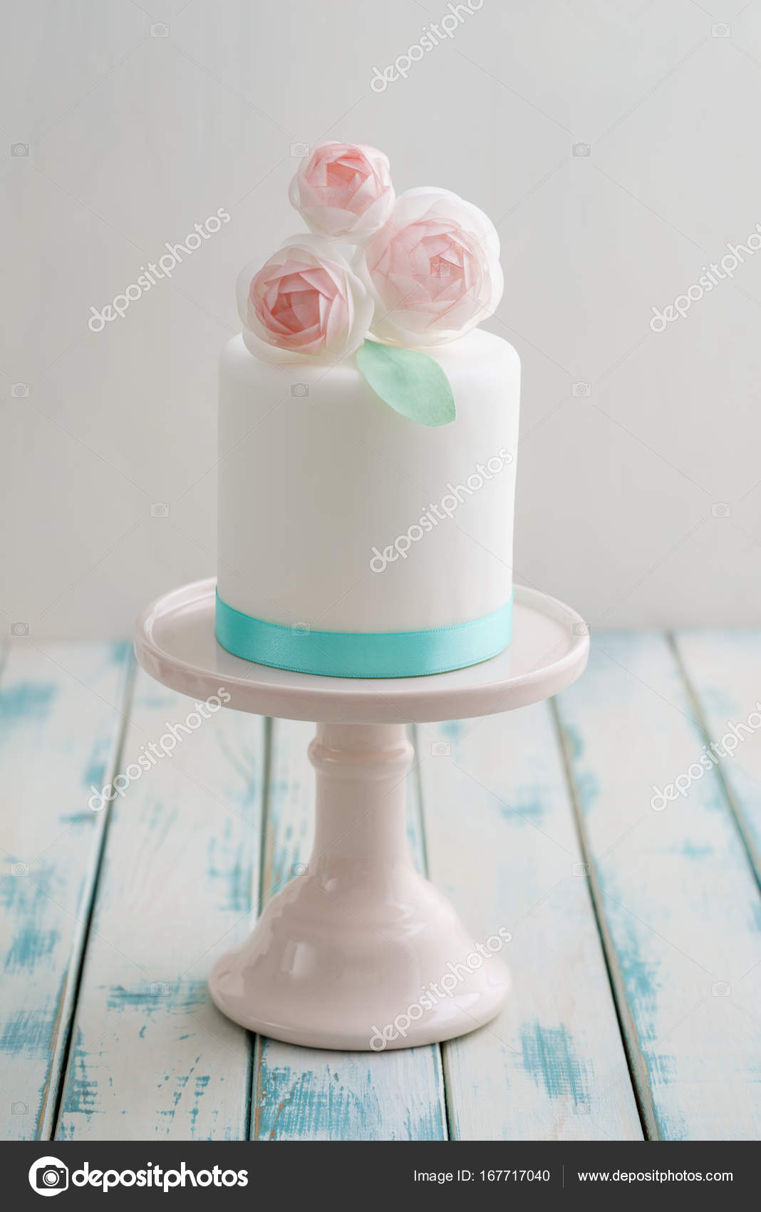 Mini Wedding Cake With Flowers Stock Photo Ecoelfen 167717040