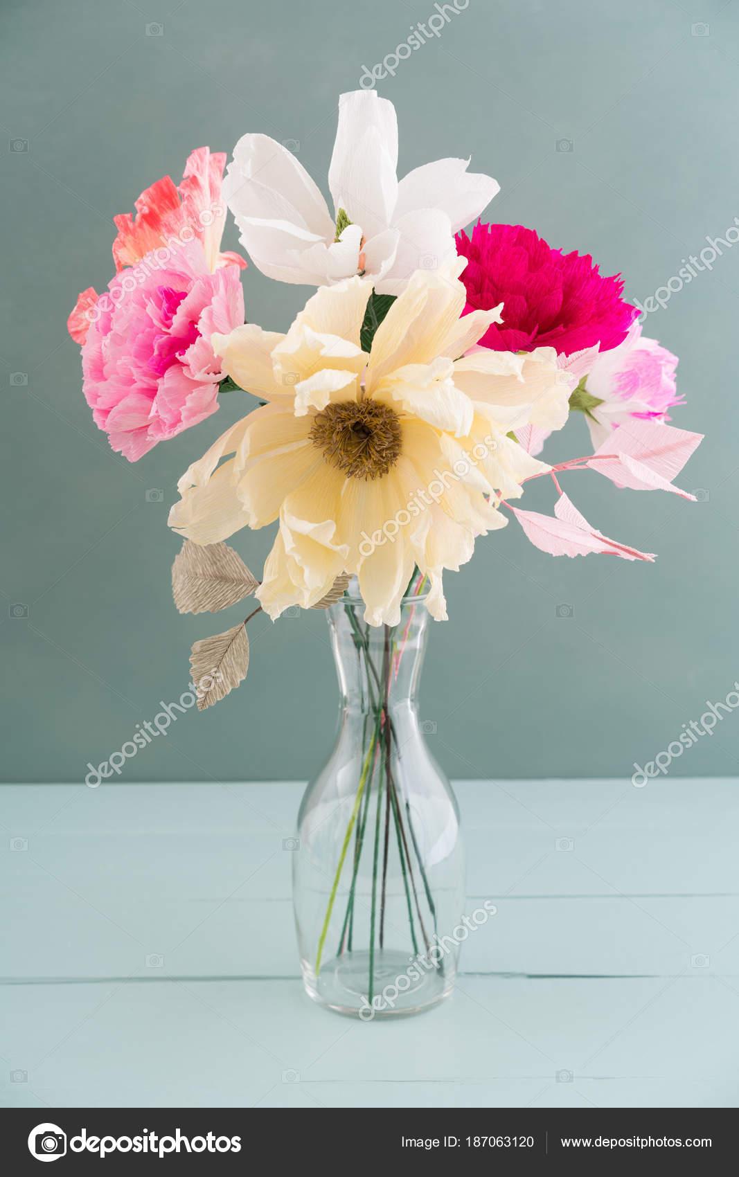 Crepe paper flower bouquet — Stock Photo © ECoelfen #187063120