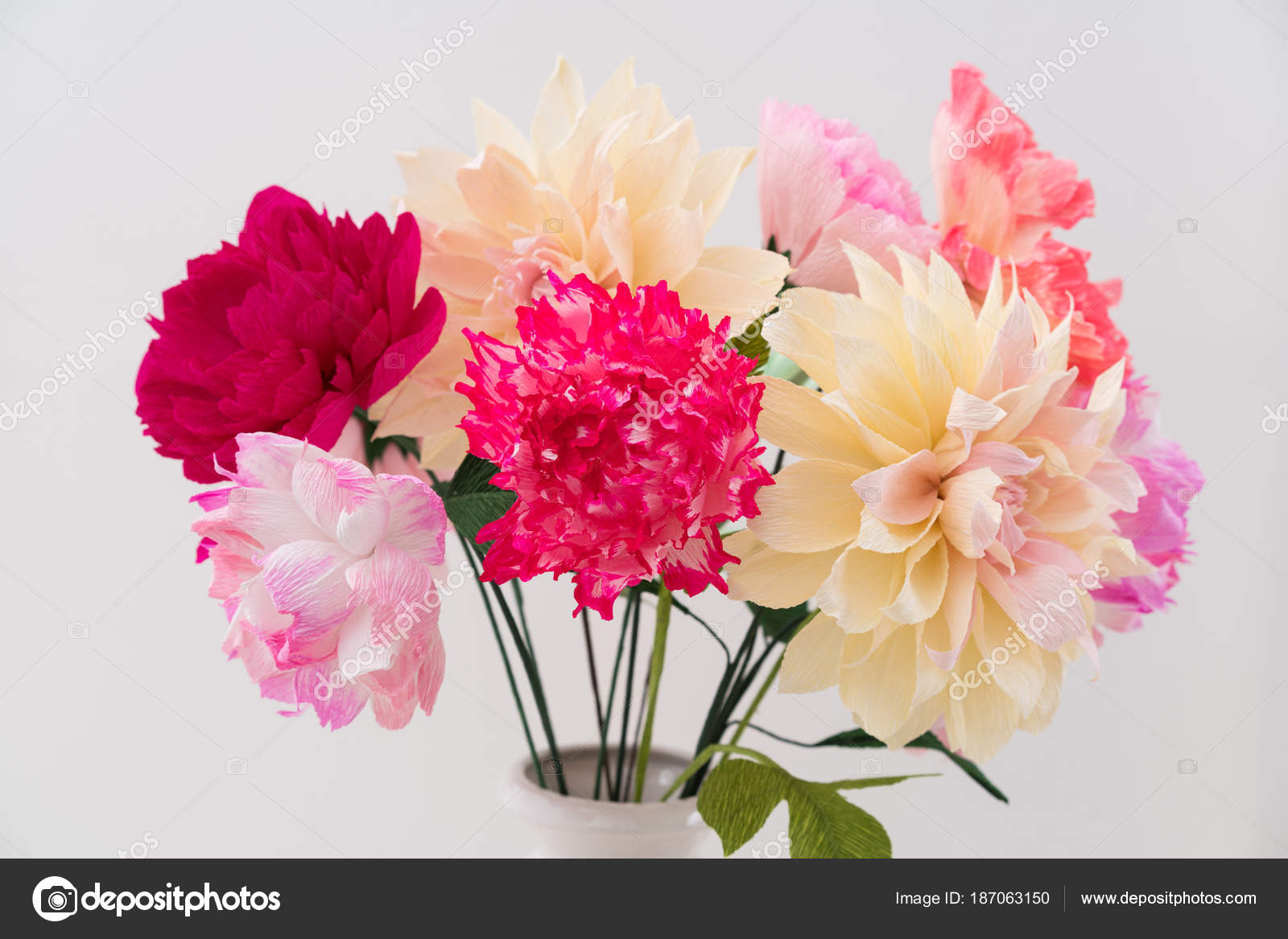 Crepe paper flower bouquet — Stock Photo © ECoelfen #187063150