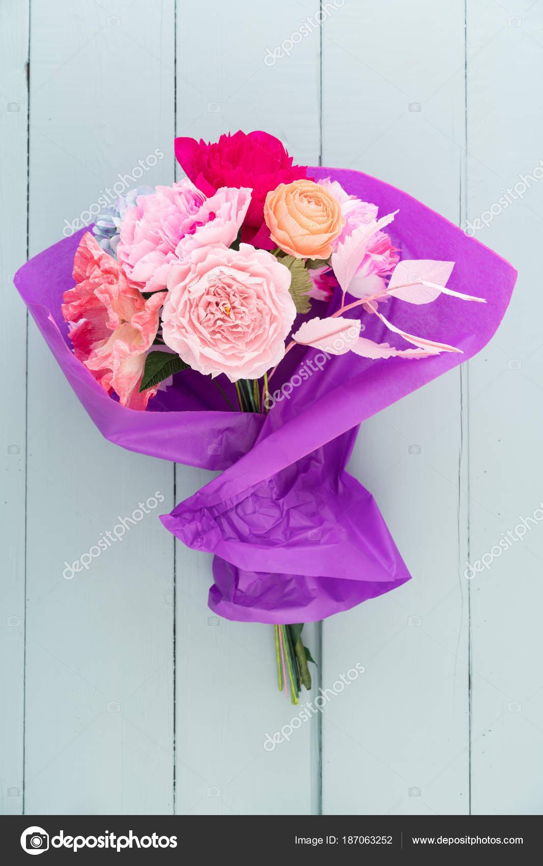 Crepe paper flower bouquet — Stock Photo © ECoelfen #187063252