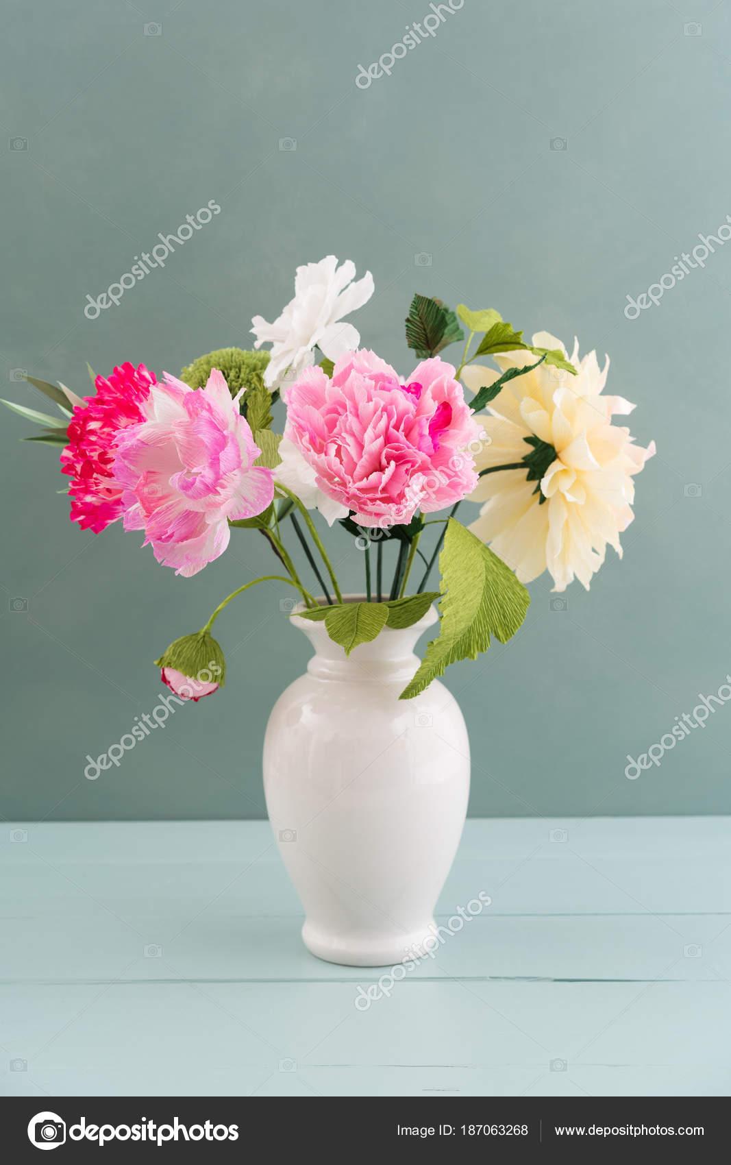 Crepe paper flower bouquet — Stock Photo © ECoelfen #187063268