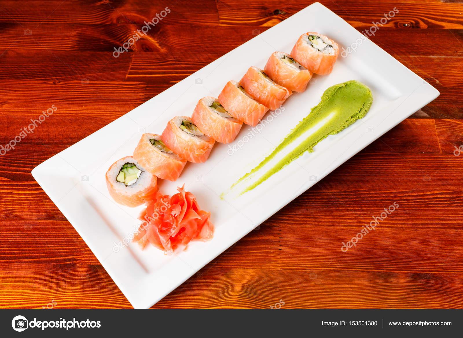 lachs sushi rollen mit garnelen stockfoto aksakal. Black Bedroom Furniture Sets. Home Design Ideas