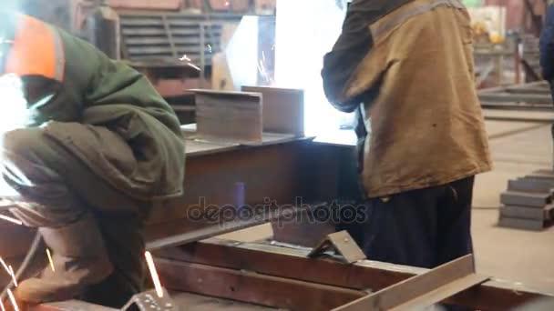 Svařování kovových stavebních dělníků