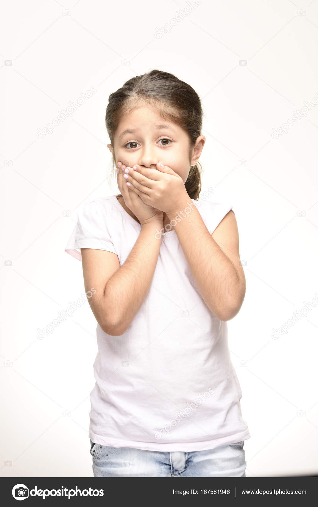 Mädchen den Mund schließen — Stockfoto © ahmettttt #167581946