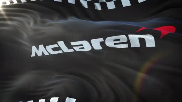 McLaren mávání vlajkami na slunci. Bezešvá smyčka s vysoce detailní textilie textura. Smyčka připravené v rozlišení 4 k