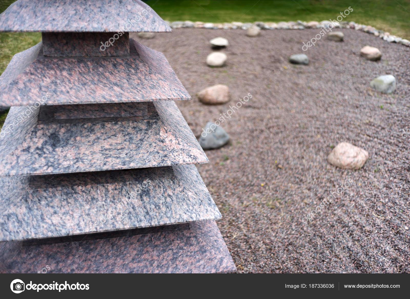 Feng Shui Tuin : Feng shui tuin zen stenen u2014 stockfoto © maxoidos #187336036