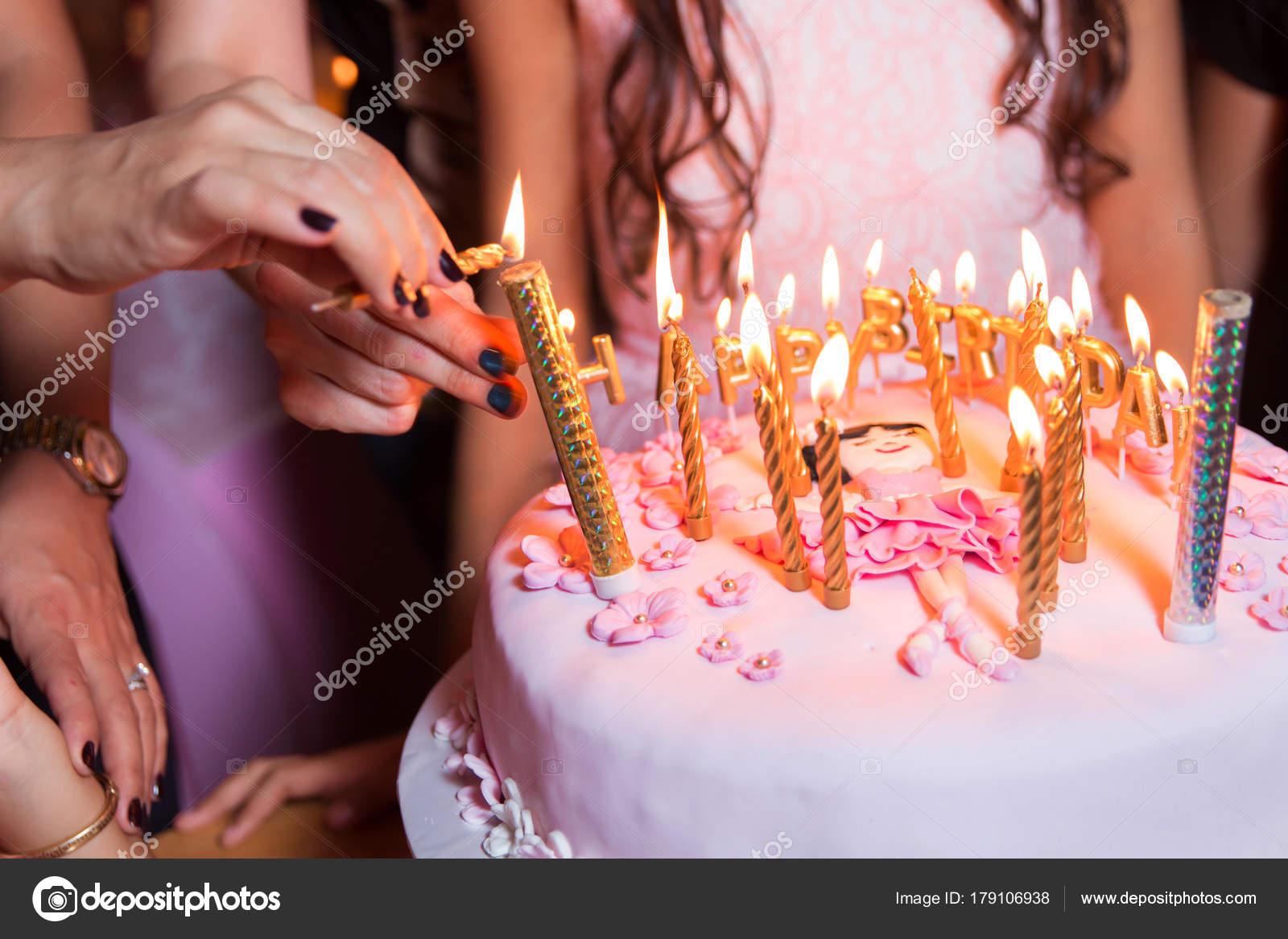 2017 свечи на вершине торта — стоковое фото © stock.