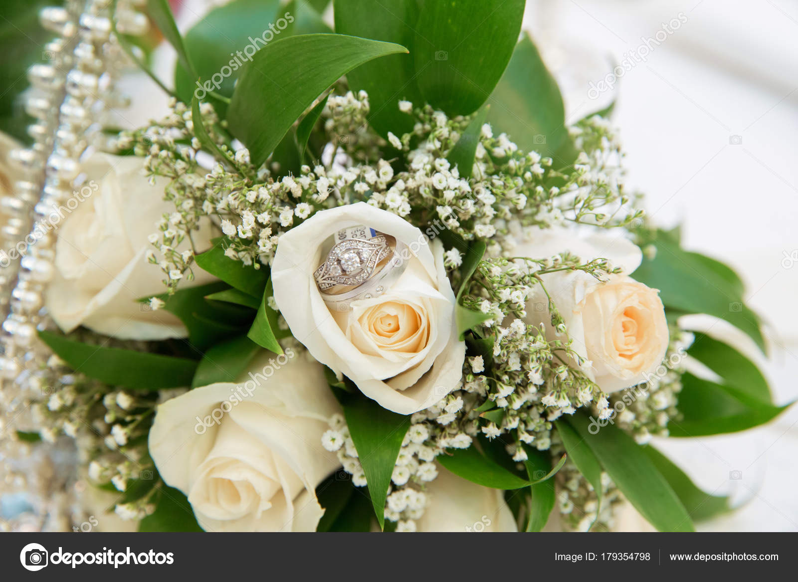 Beautiful white wedding bouquets in basket bouquet flowers rose beautiful white wedding bouquets in basket backgraound bouquet flowers rose wedding rings photo by fotoqrafil izmirmasajfo
