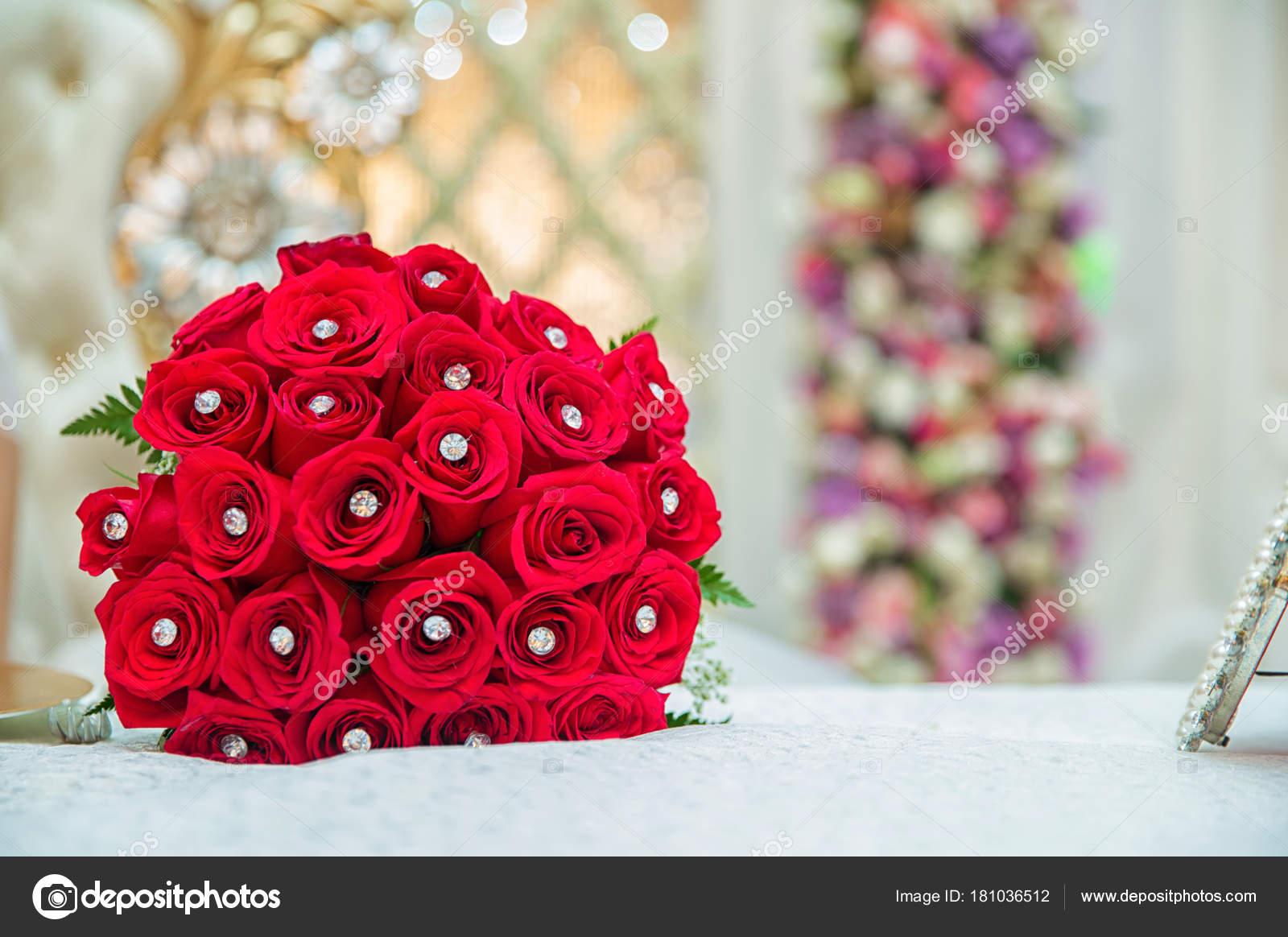 Rouge Bouquet De Roses Rouges Au Mariage Concept De La Saint