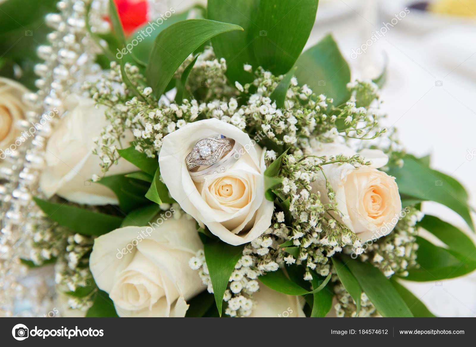 Schone Weisse Hochzeit Blumenstrausse In Korb Backgraound Strauss