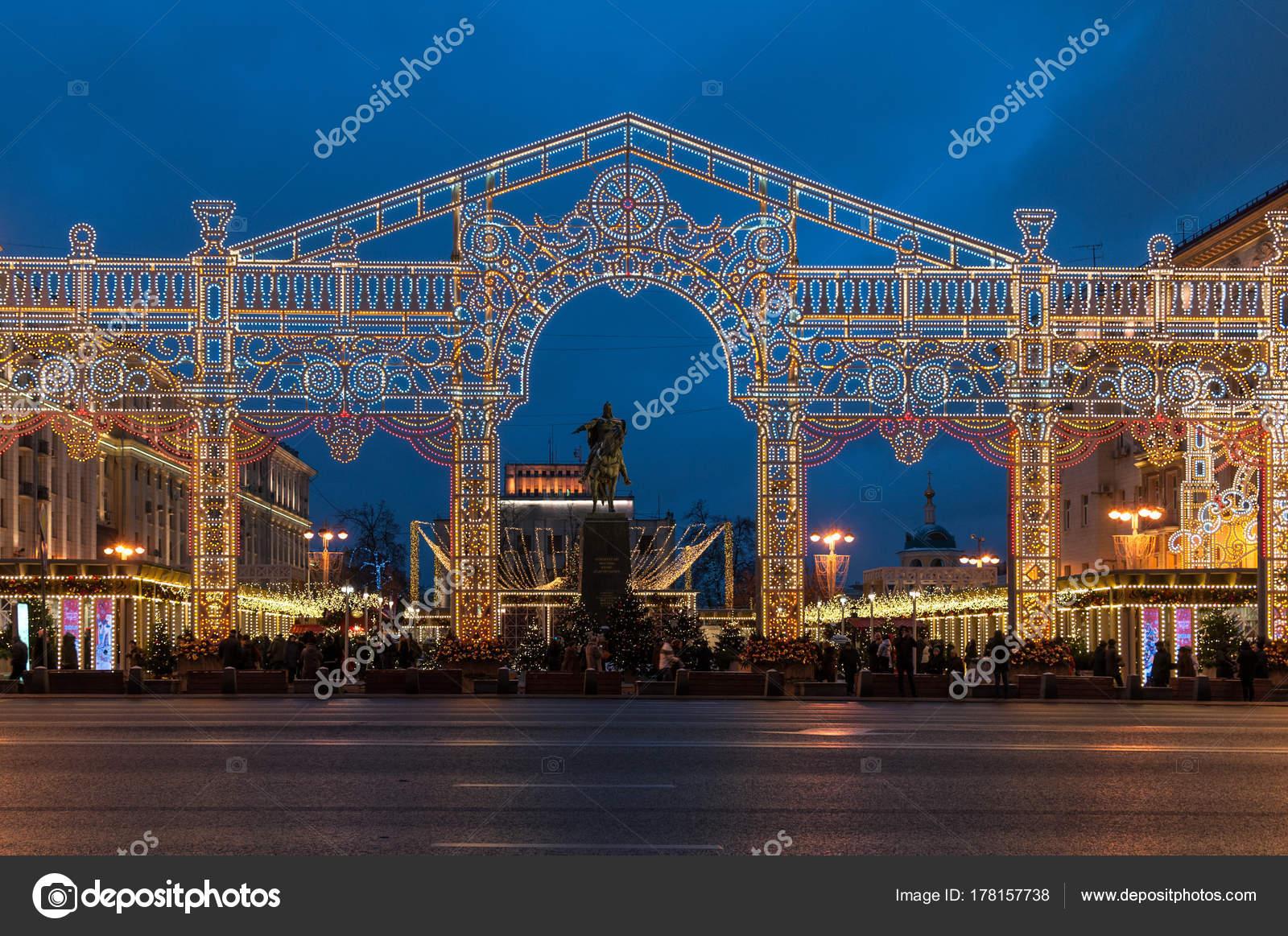 Купить памятник в москве к новому году купить памятник на могилу недорого у озера