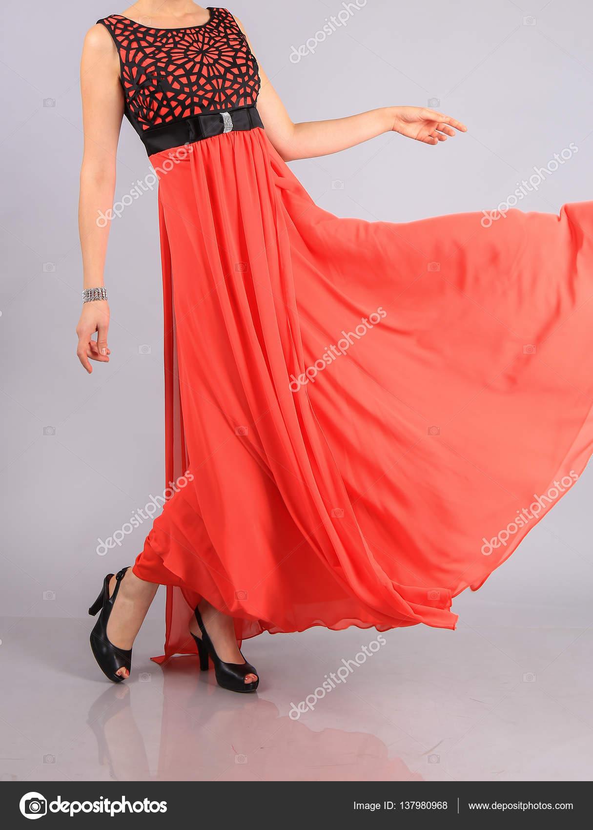 8d60f551999241 Meisje in mooie rode jurk — Stockfoto © Apriori  137980968