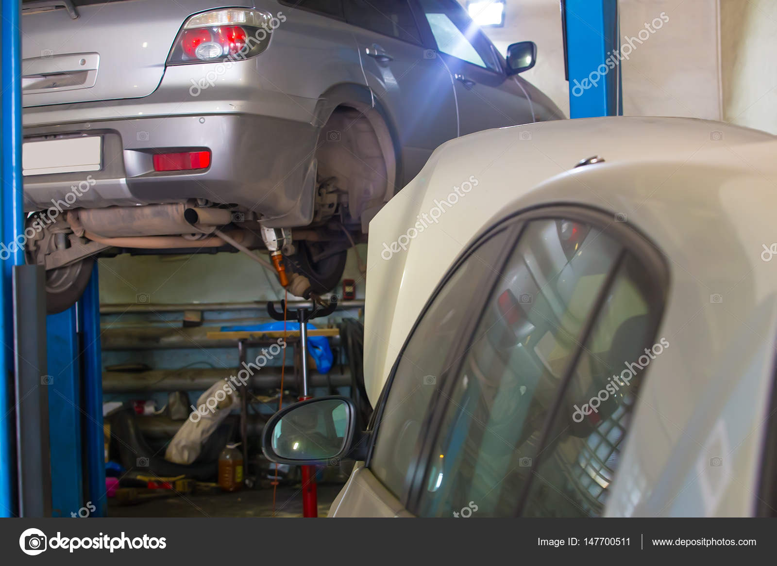 auto reparatie station interieur en auto foto van apriori