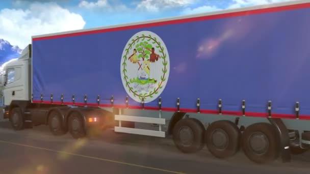 Belize zászló látható oldalán egy nagy teherautó vezetés autópályán