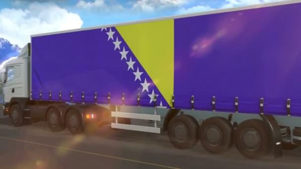 Vlajka Bosny a Hercegoviny vyvěšená na boku velkého nákladního vozidla jedoucího po dálnici