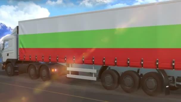 Bulgária lobogója egy autópályán közlekedő nagy teherautó oldalán
