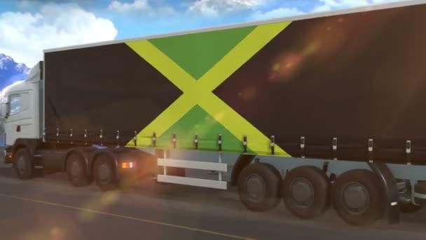Jamaica-Flagge auf der Seite eines großen Lastwagens, der auf einer Autobahn fährt