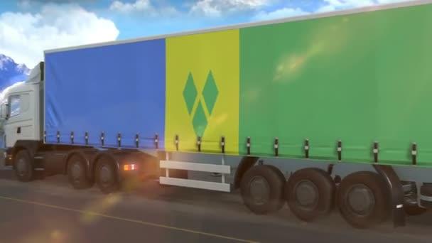 Svatý Vincenc a vlajka Grenadin vyvěšená na boku velkého nákladního auta jedoucího po dálnici