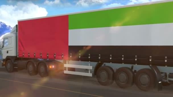 Egyesült Arab Emírségek zászló látható oldalán egy nagy teherautó vezetés autópályán