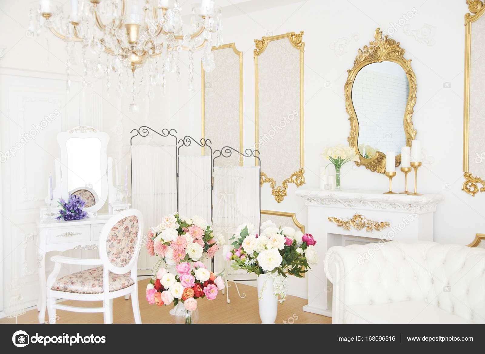 Decorazioni Luminose Per Interni : Bellissimi interni ricchi sala luminosa decorazioni nozze u foto