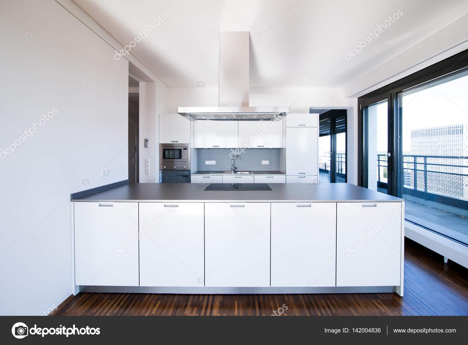Minimalistische keuken interieur u stockfoto telesniuk