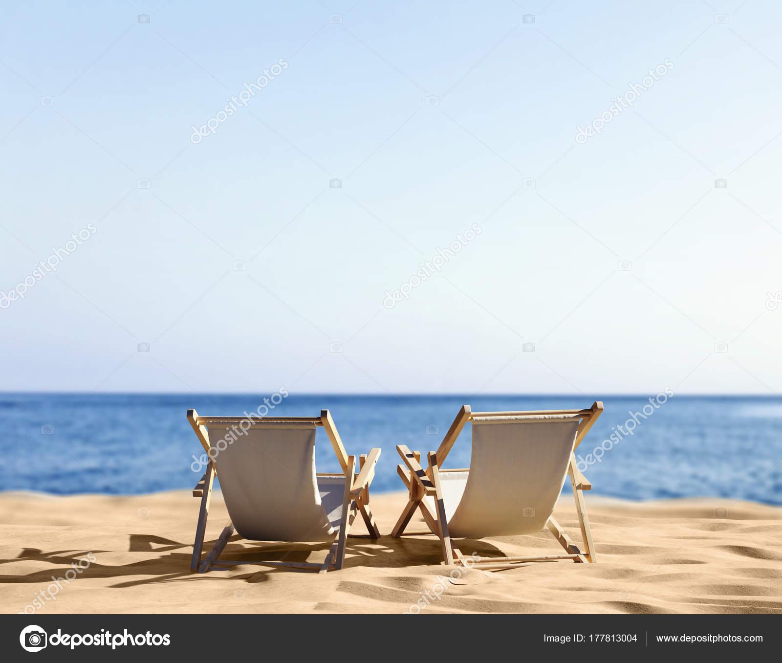 Sedie A Sdraio Per Spiaggia.Sedie Sdraio Sulla Spiaggia Sabbia Mare Foto Stock C Brocrock