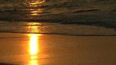 Gyönyörű napfelkeltét és a naplementét