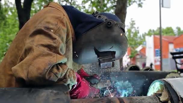 Svářečské práce - portrét svářeč