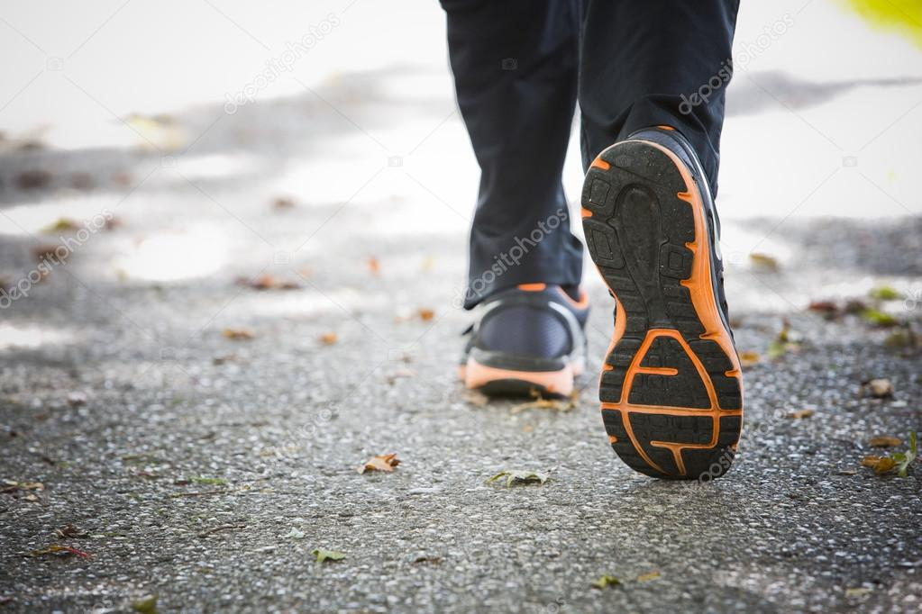 närbild på löparskor på asfalt — Stockfotografi © zdenkam  125996736 34e7176d163e1