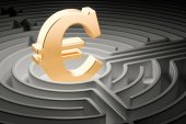 Fotografie Golden euro sign at center of dark maze, 3D rendering