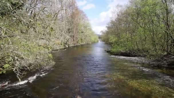 Glen Luss řeka Velká Británie Skotsko krmení do Loch Lomond království skotské turistickou atrakci