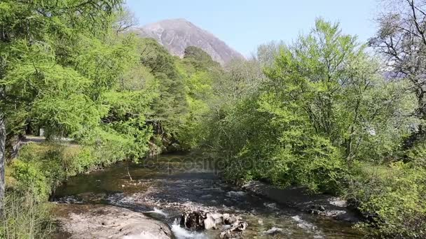 Velká Británie Skotsko řeka Coe Glencoe vesnice Lochaber skotské vysočiny