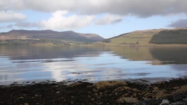 Isle of Mull Scotland sklad krásné Loch Scridain s výhledem na hory Ben More a Glen More na klidné jarní den pan