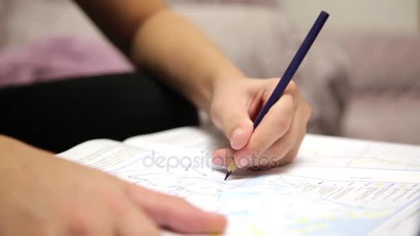Gyermek odaad-val színes ceruza.