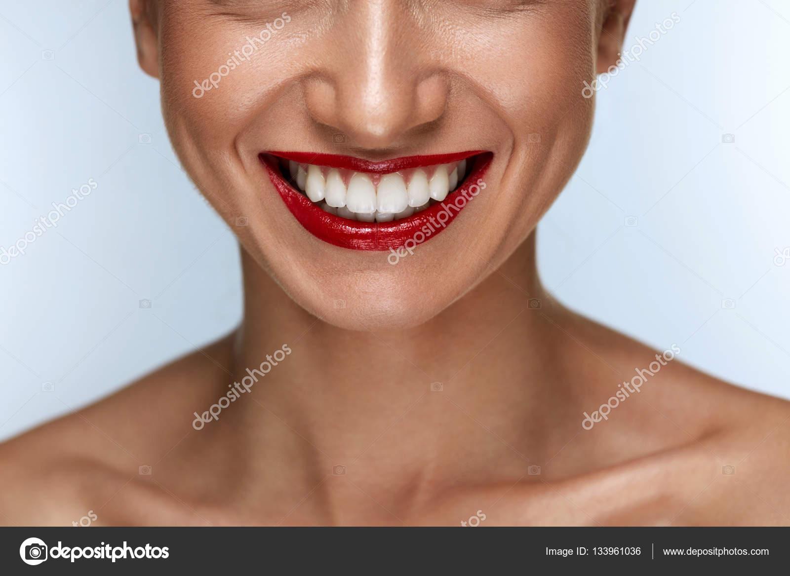 красивая улыбка белые зубы