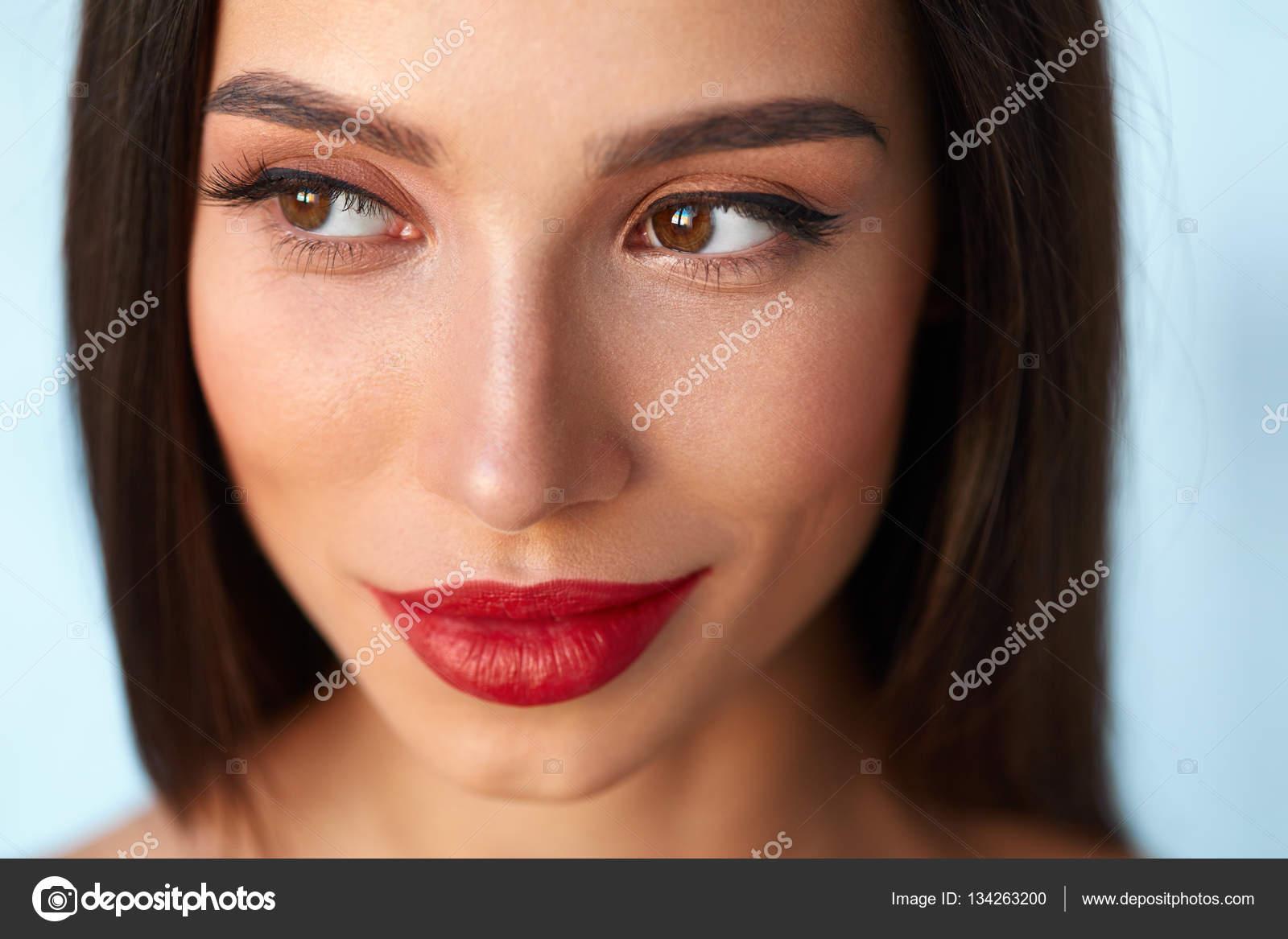 Seksi ve Büyüleyici Göz Makyajı