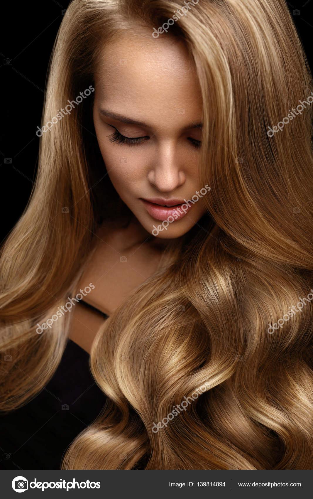 Populares Volume de cabelo. Modelo de mulher bonita, com longos cabelos  XI38