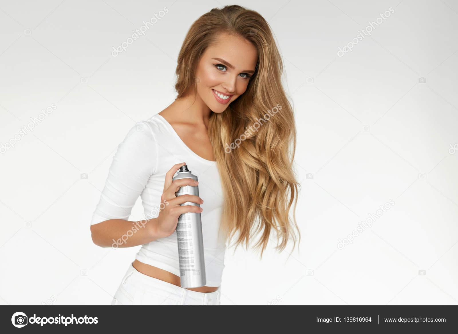 Download deze Insectenafweermiddel Vrouw Spuiten Insectenwerend Middel Geïsoleerd Op Witte Achtergrond foto nu.