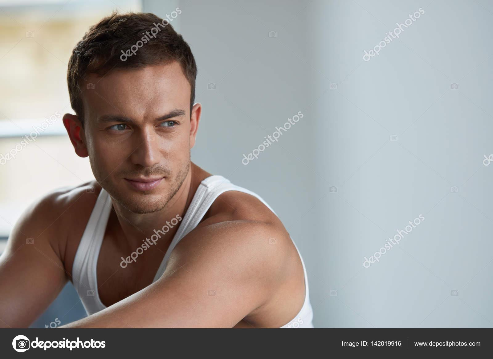 03c811e069a6 Hombres belleza y salud | Retrato de joven guapo con rostro bello ...