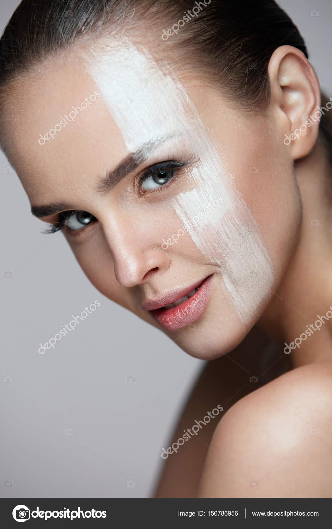 sexy žena stříká