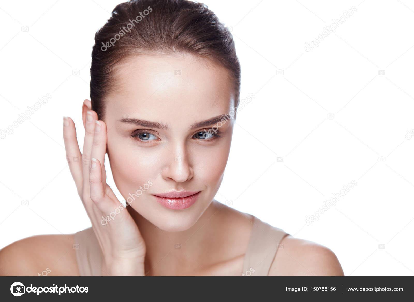 Perfect Frau Gesicht Hautpflege. Closeup Schöne Sexy Frau Mit Perfekten  Professionellen Make Up Ihre Glatte Weiche Reine Saubere Haut Zu Berühren.