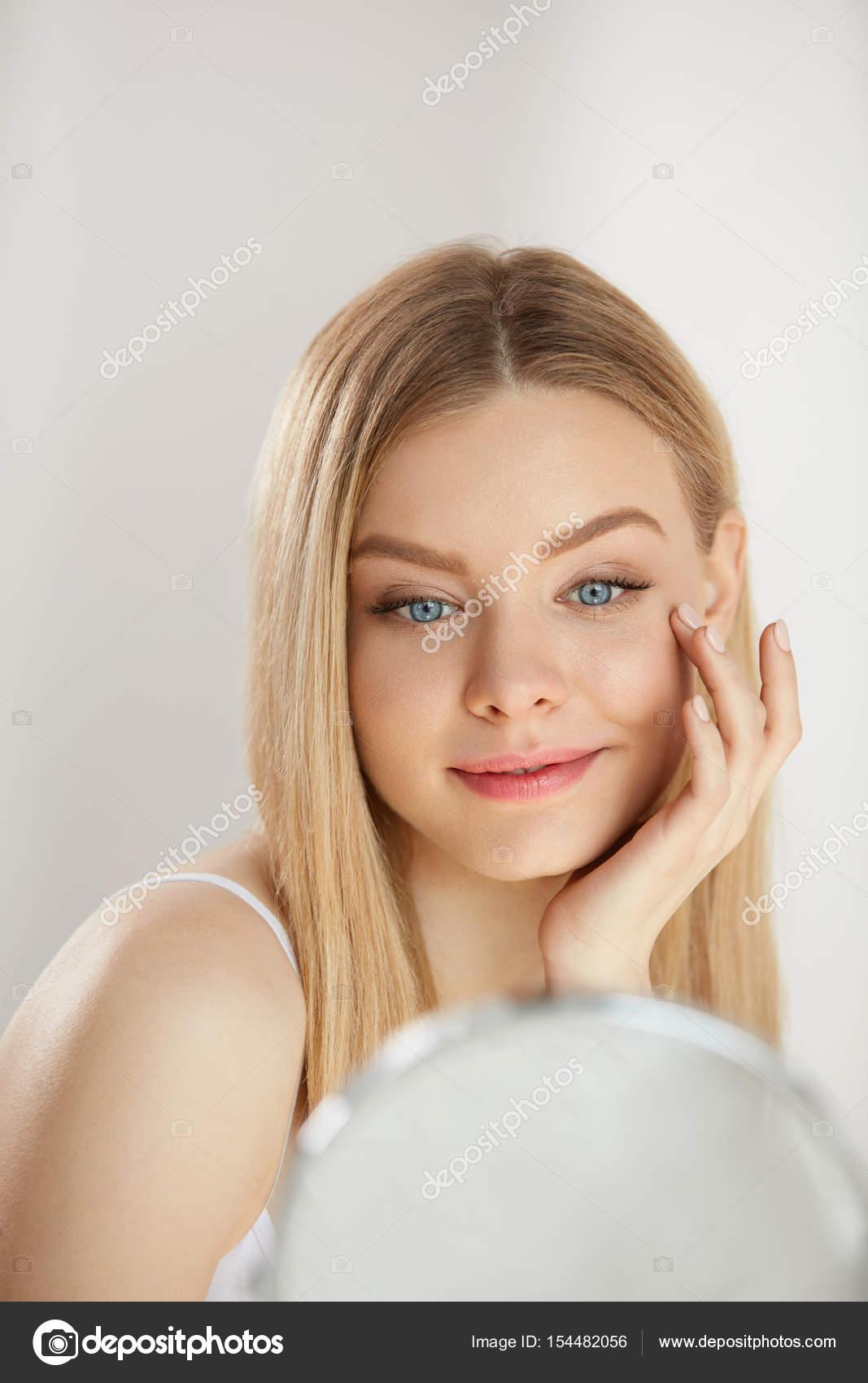 Молодые девушки у зеркала фото, титястые голые тетки