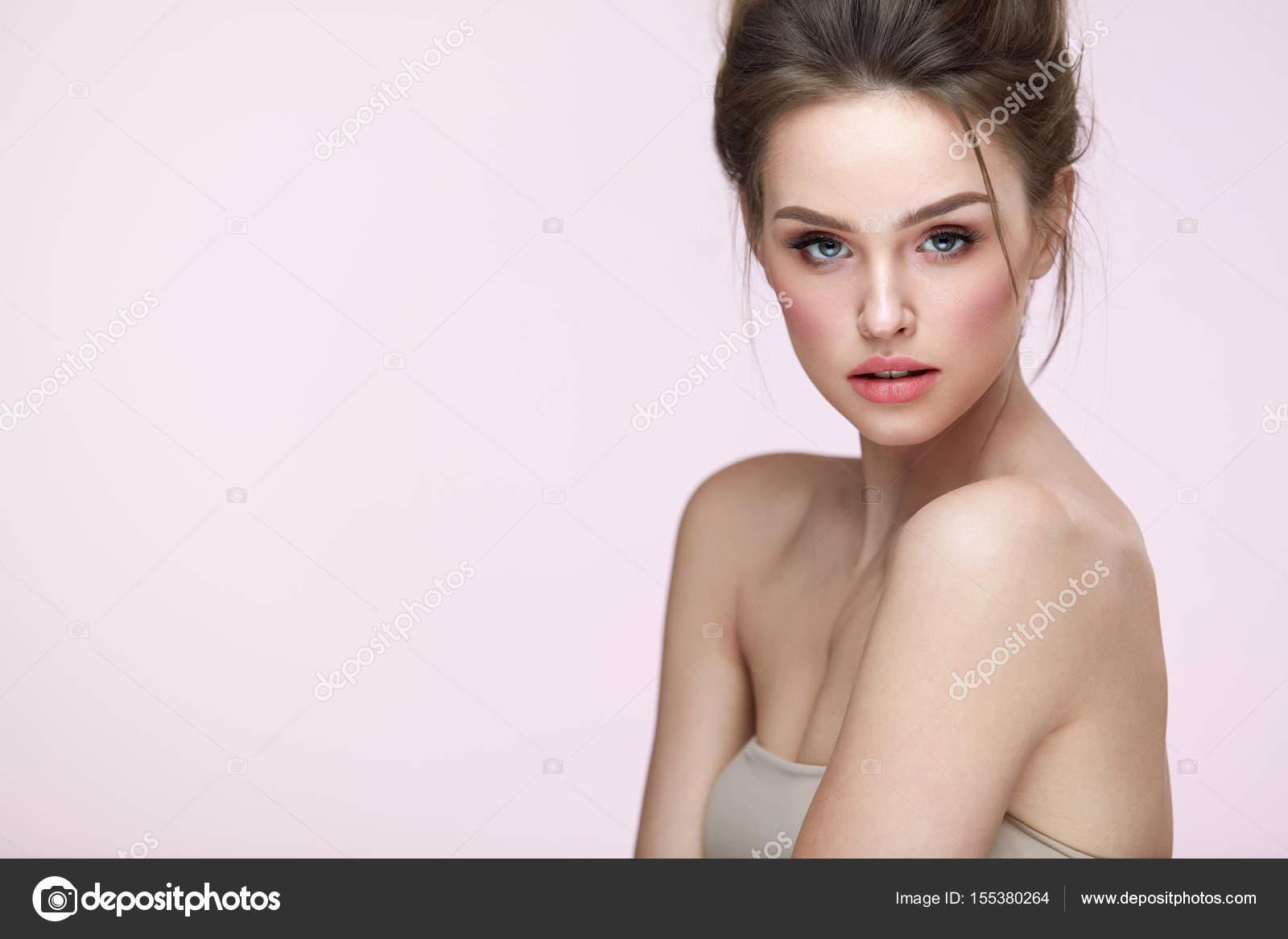 Красивые и сексуальные лица женщин